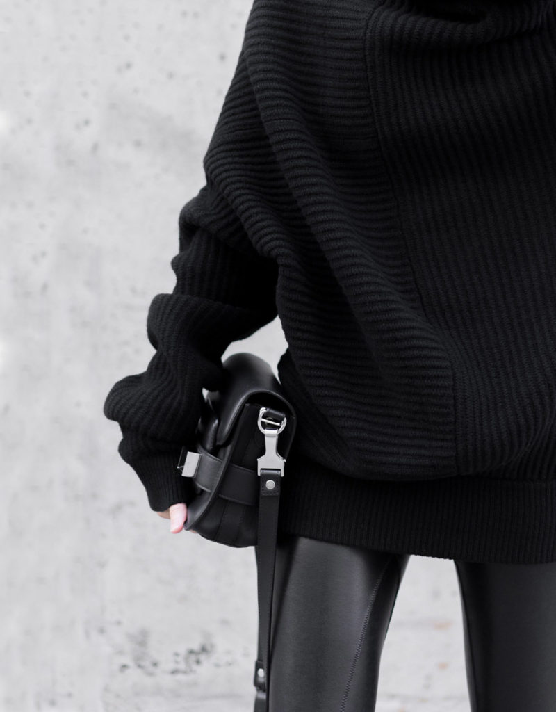 complate black outfit