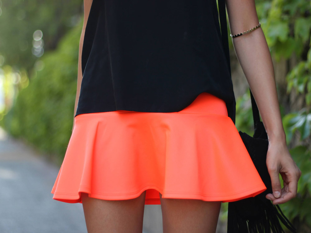 how to wear orange skirt