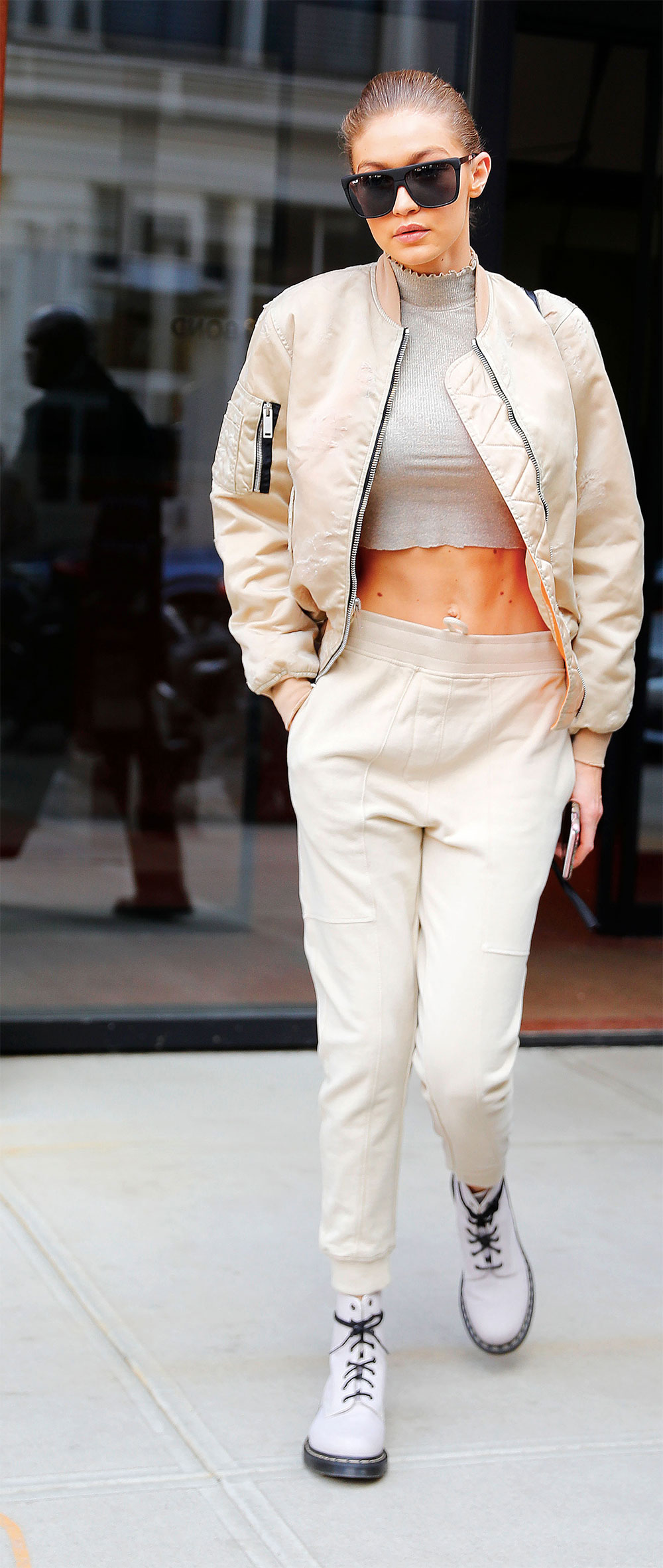 gigi hadid daily sport outfit