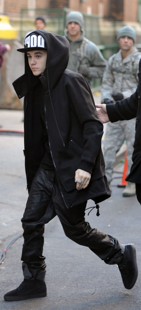 justin bieber black outfit