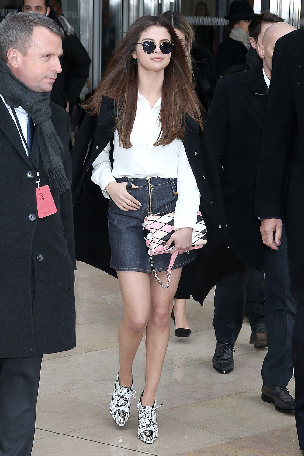 selena gomez denim skirtoutfit