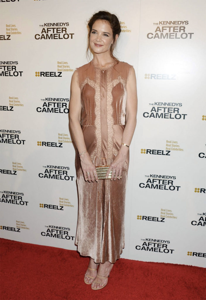 katie holmes awards outfit