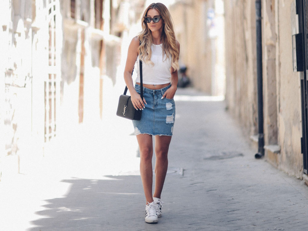 jean skirt outfit