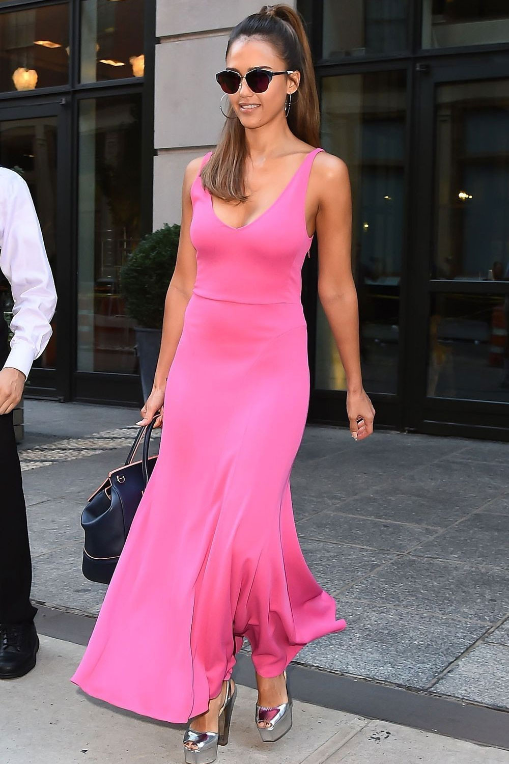 jessica alba pink outfit