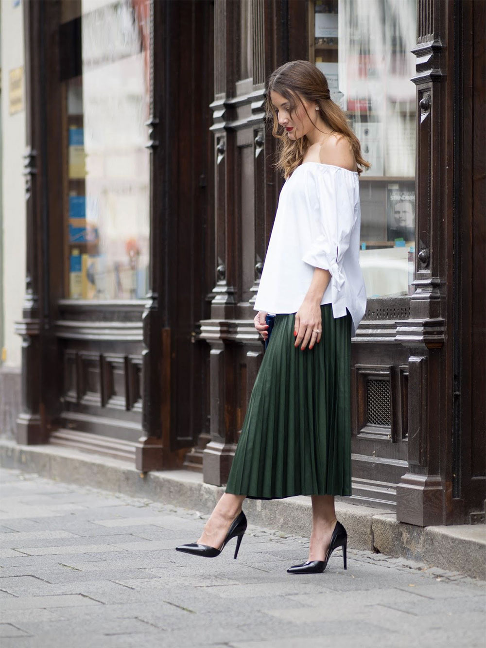 plisses skirt outfit