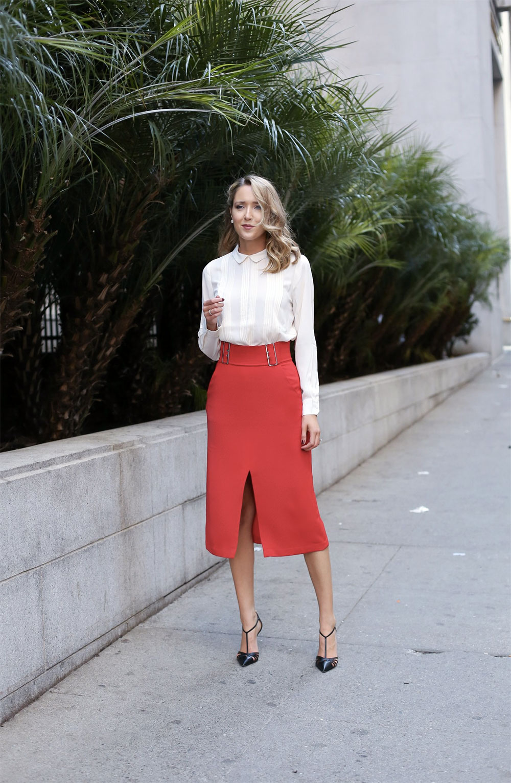 red slit skirt