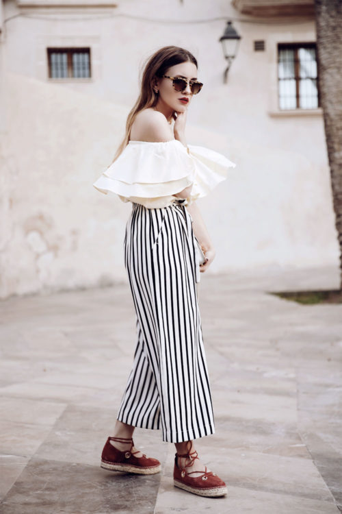 ruffled top outfit