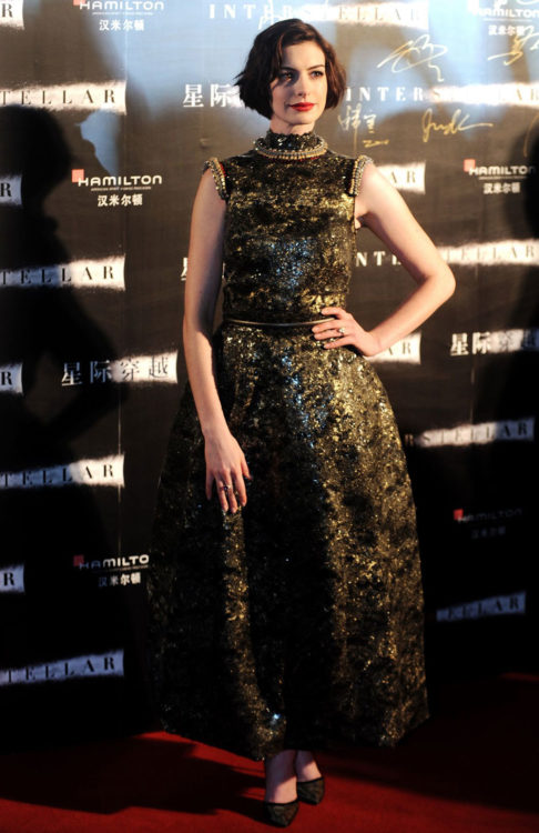 anne hathaway with couture dress