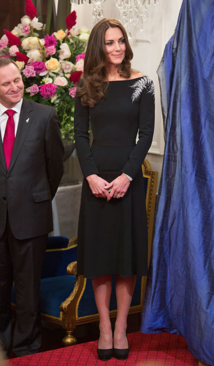 kate middleton black dress outfits